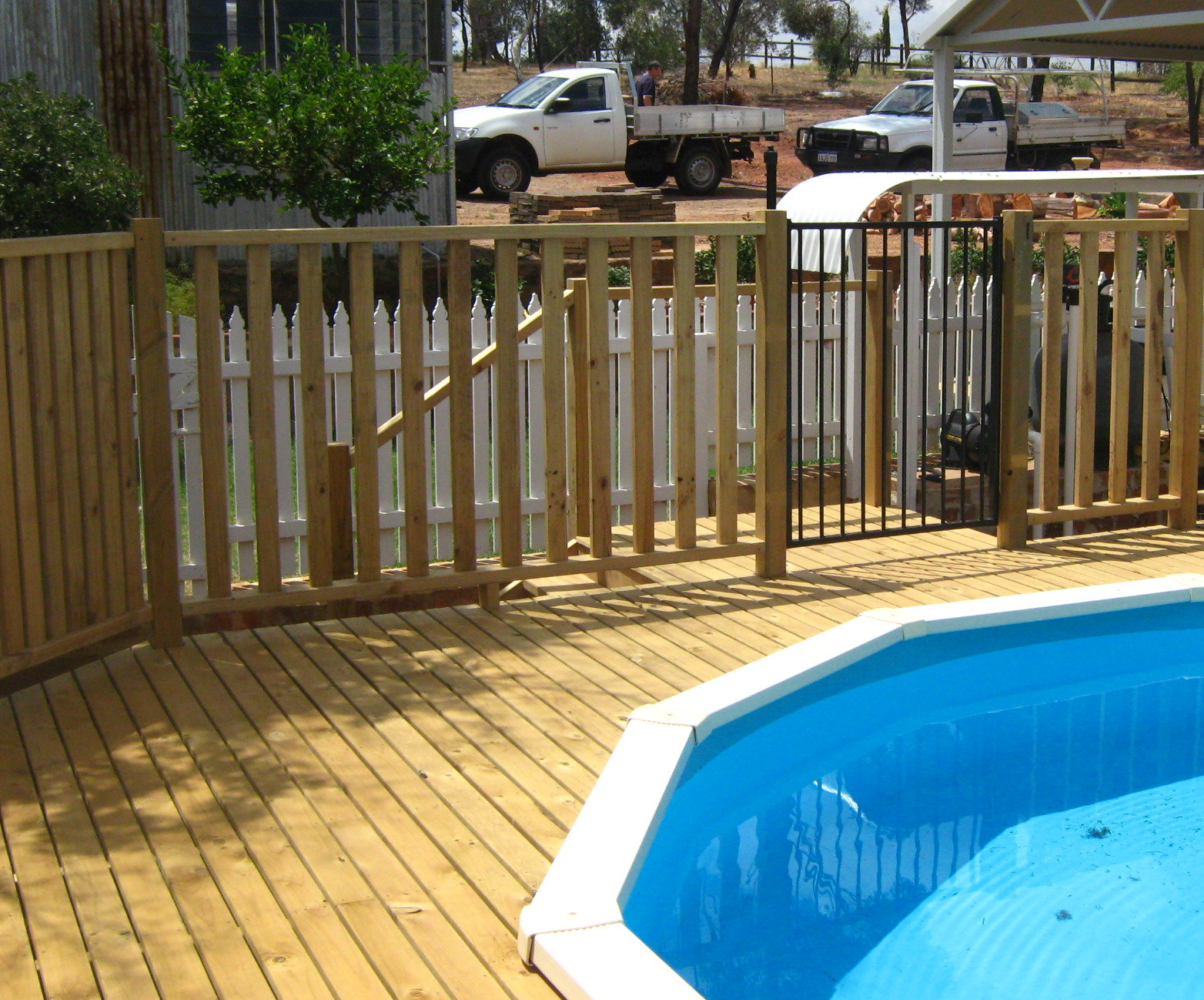 Pool fence and gate kamelot constructions