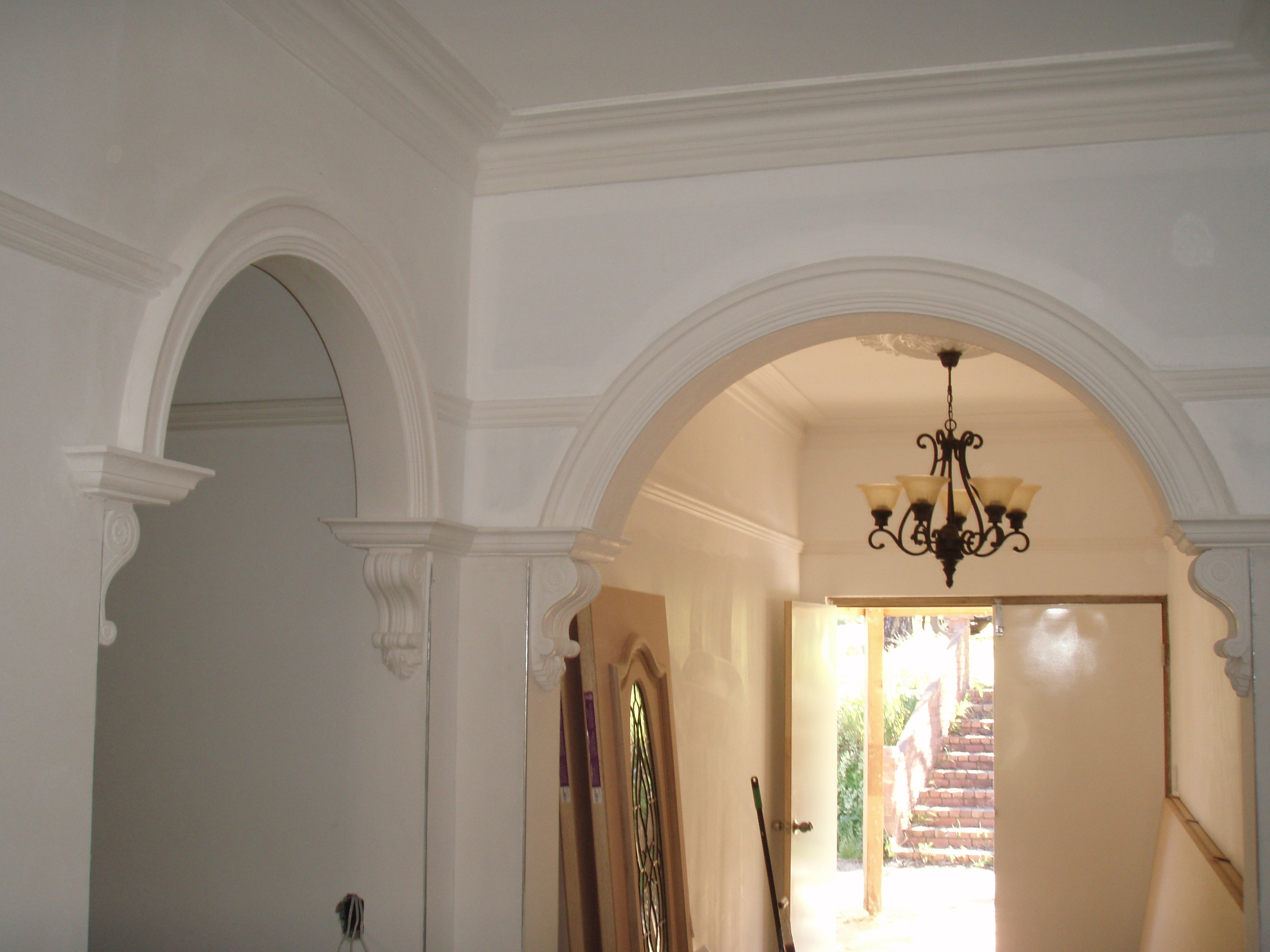 Arches with crowns and corbels picture rail and colonial for Colonial cornice